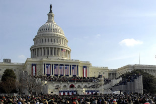 800px-Crowd_on_US_Capitol_West_Lawn_1-20-09_hires_090120-F-9059M-455a